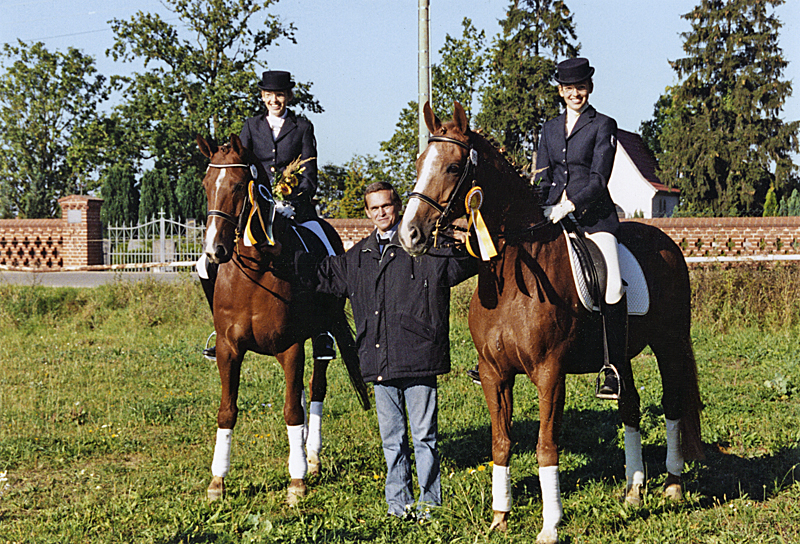 Friedrich Lücken, framed by Julia and Winning Point and Isabelle with her horse Gizmo (right).